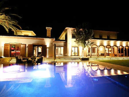 We design personalized pools on the mediterranean coast